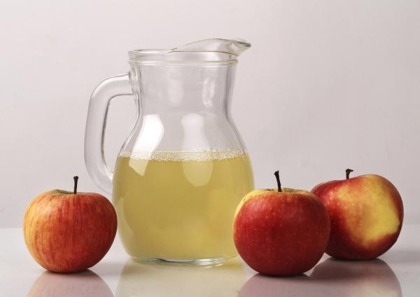 Ovocná jablková šťava